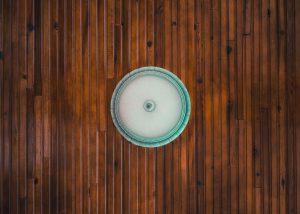 Jak czyścić płytki drewnopodobne?